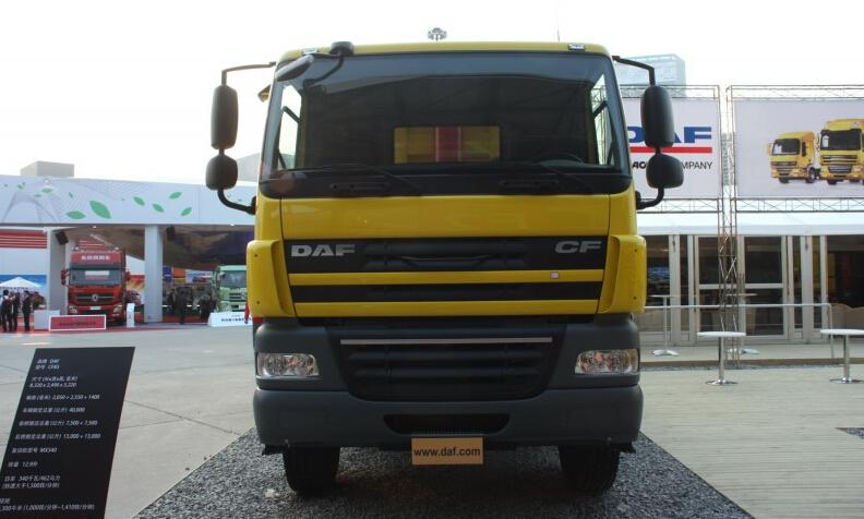 达夫 CF系列重卡 340马力 8X4 自卸车(CF85)