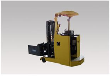 新松 电动剪式三举升装配型AGV