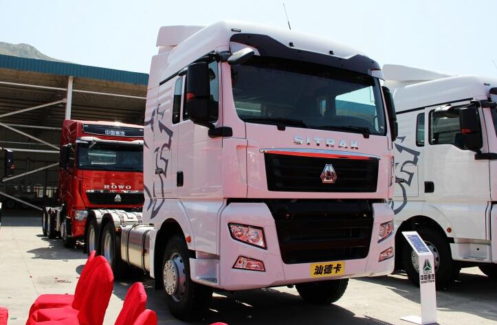 中国重汽 SITRAK C7H 440马力 6X4 牵引车 ZZ4256V324HD1B