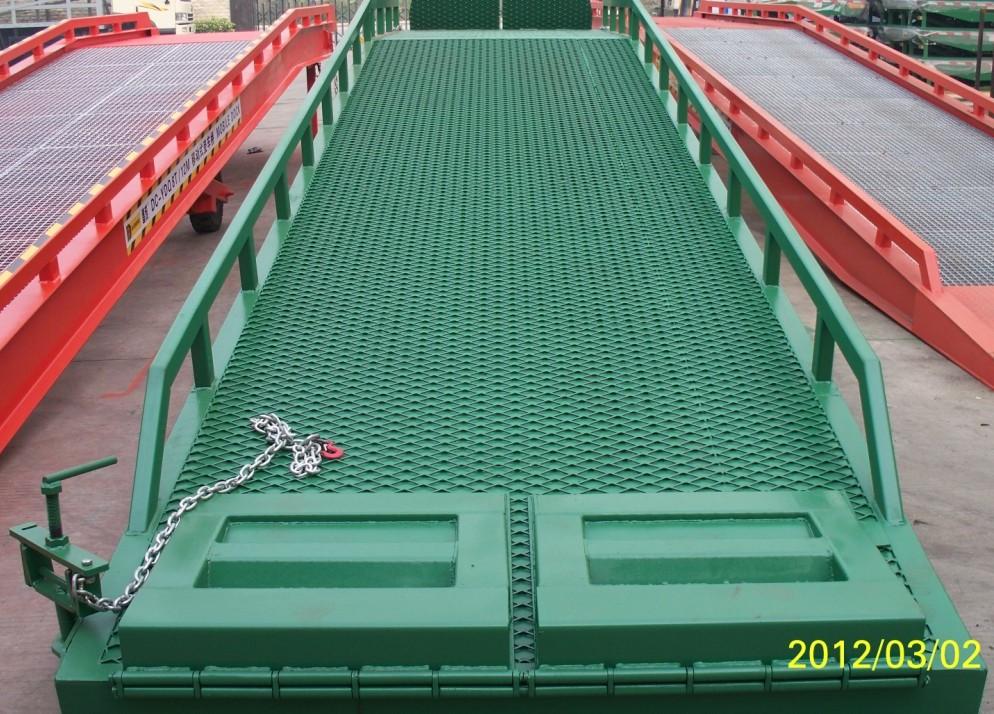 手动移动式登车桥