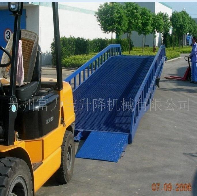 移动式登车桥集装箱货车装卸必备