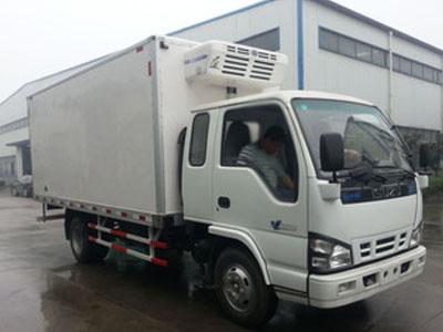庆铃 600P轻卡 130马力 4X2 排半冷藏车