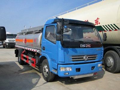 东风 多利卡 125马力 4X2 加油车(湖北楚胜牌)