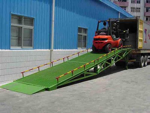 装卸平台移动式登车桥影响着新疆运输仓储物流行业的发展
